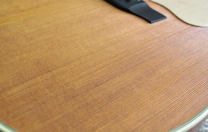 「うずくり」技法によるボディのギザギザ
