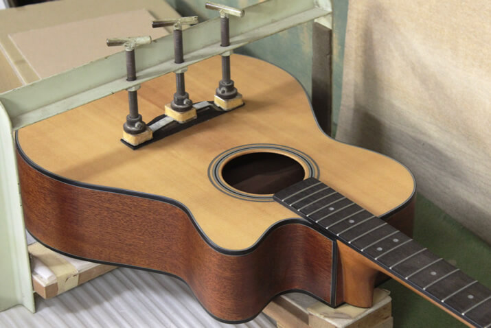 ギターブリッジ圧着