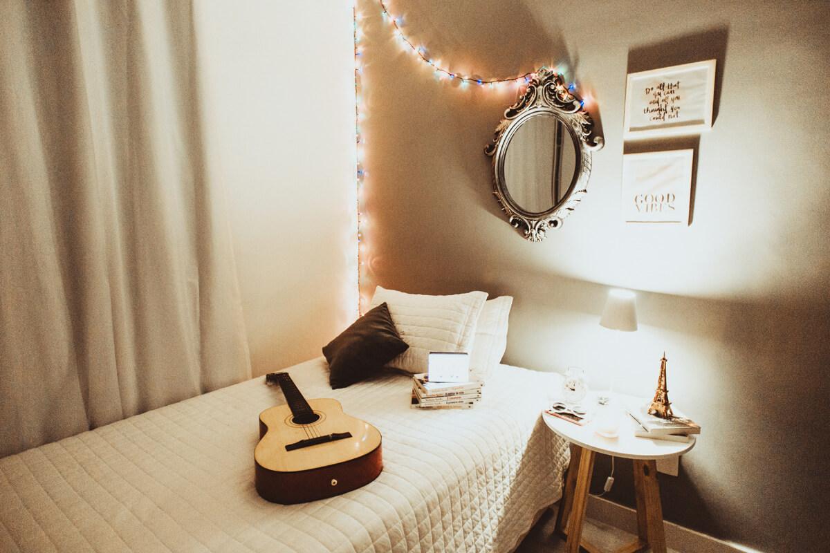 ベッドサイドギター